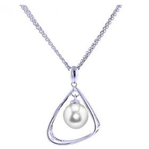 "Sterling Silver Freshwater Pearl Pendant, with 18"" Chain"